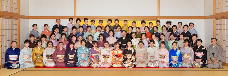 雁音(かりがね)流は人間国宝 坂田藤十郎が初代お家元の流派です。古典や古典をベースにした新舞踊まで幅広く指導を行っております。